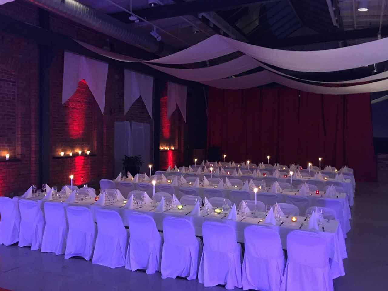 Bröllop på Lavalhallen - romantisk dukning