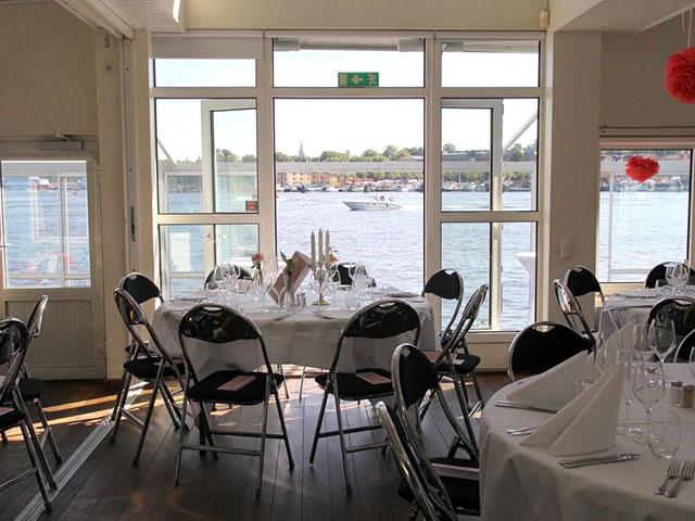 Sjö och Land Stockholm - Runda bord och utsikt över vattnet