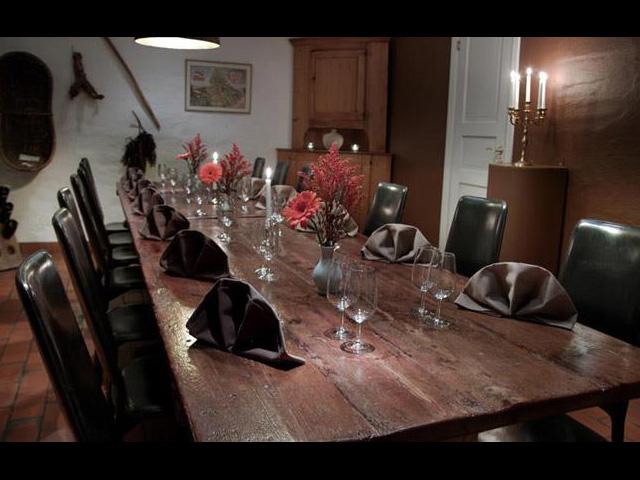 Stockholms Vinkällare - Rustikt matbord