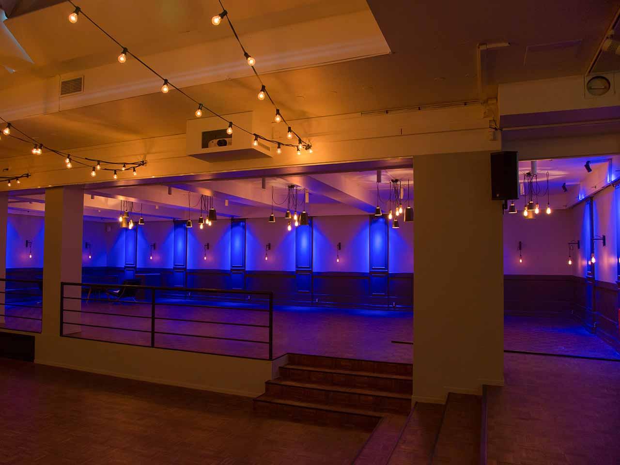 Venue 81 - Eventlokal med blått ljus
