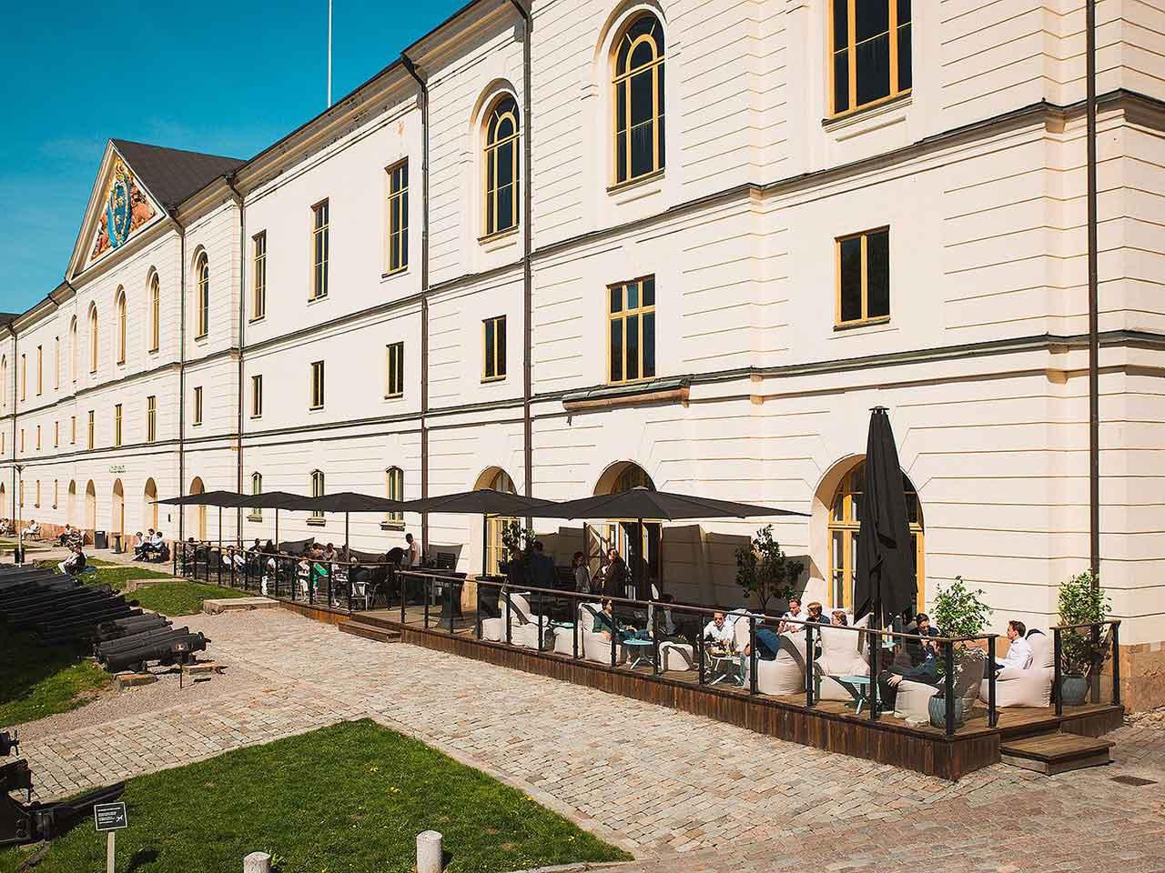 Stor uteplan Artelleriet eventlokal på Östermalm
