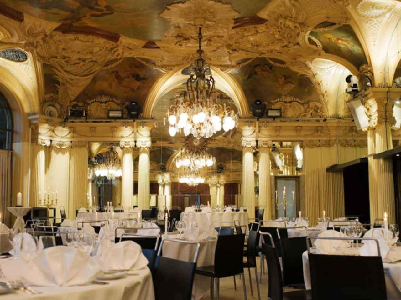 Café Opera - Eventlokal vid Kungsträdgården - Dukat för middag