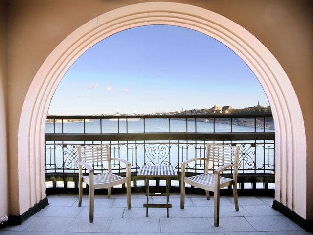 Clustret utsikt från balkong