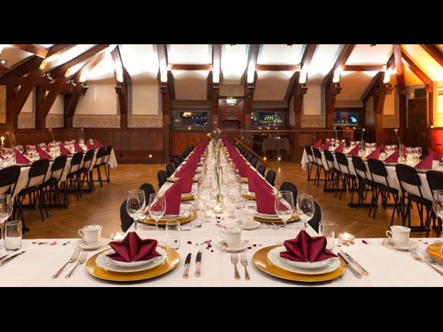 Middagsdukning i matsal på Clustret Gamla Stan