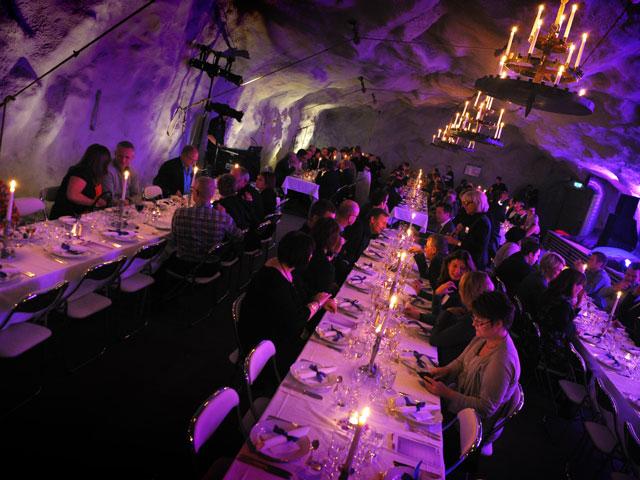 Middag i bergrum i Finnboda