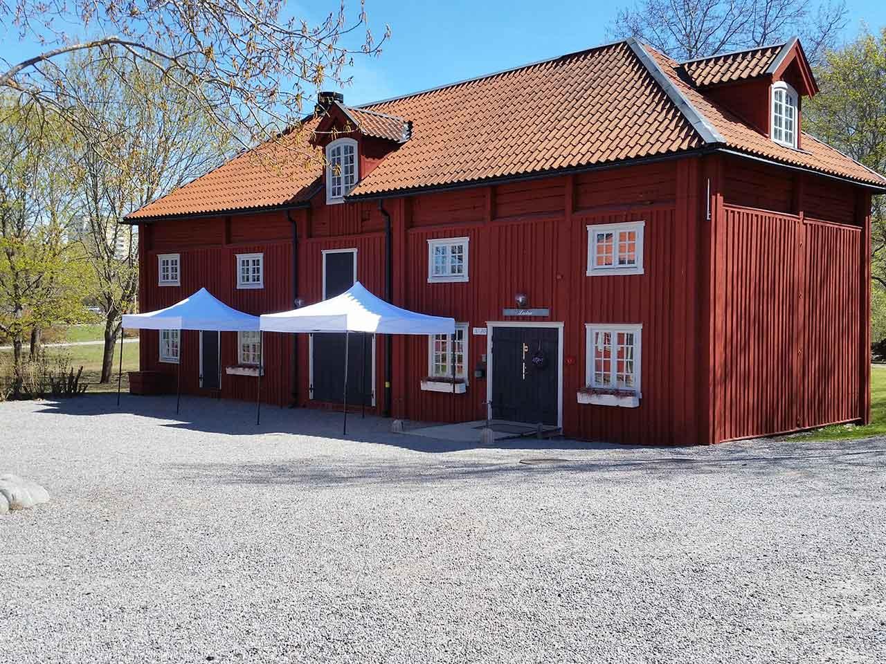 Farsta Gård - Utsidan av hus