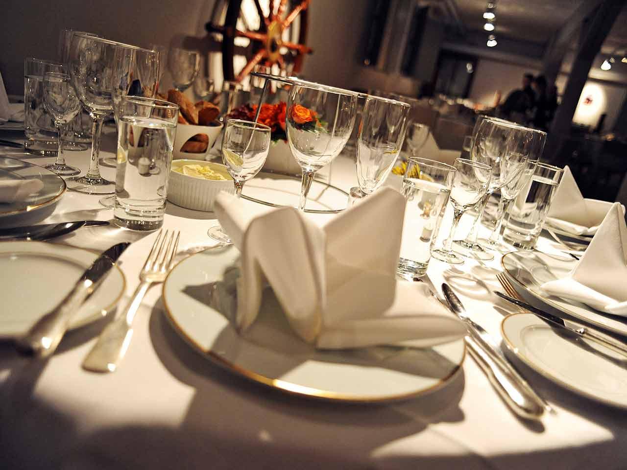 Kolskjulet Festvåning - vit bordsdekor