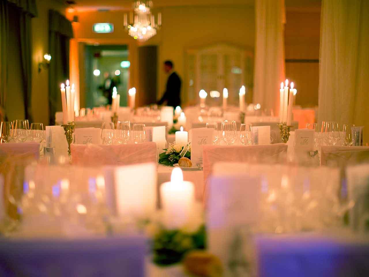 Festvåning på Långholmen - Vacker och lummigt bröllop