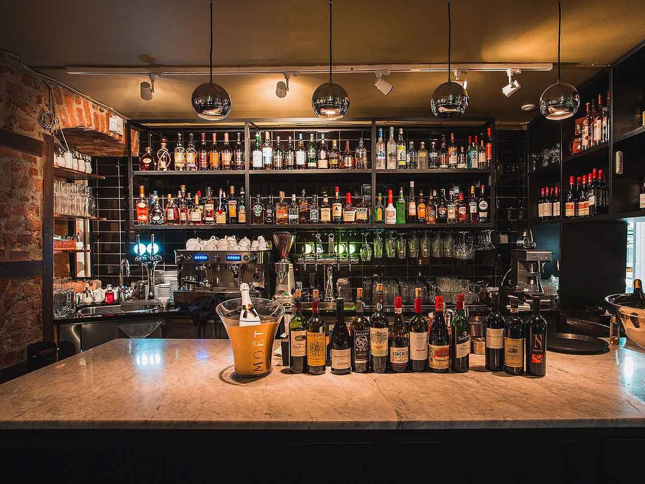 Bar i Sallys källare i Gamla Stan