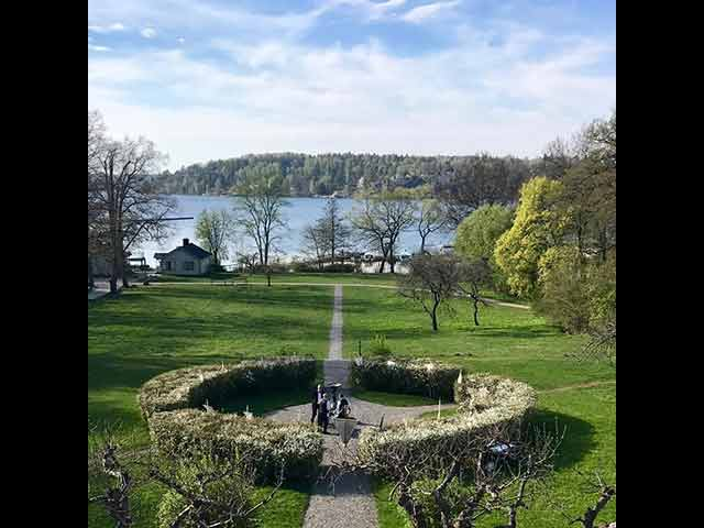 Skärholmens Gård - grönskande trädgård