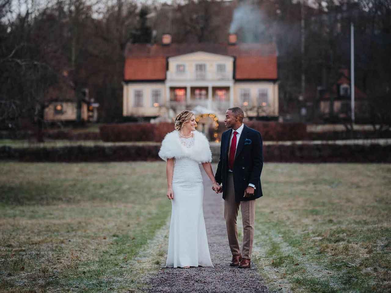 Skärholmens Gård - bröllopspar i frostig skrud